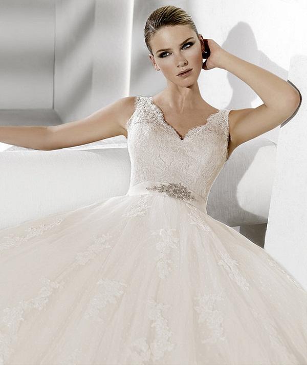 Vestido De Noiva Com Decote V Peguei O Bouquet